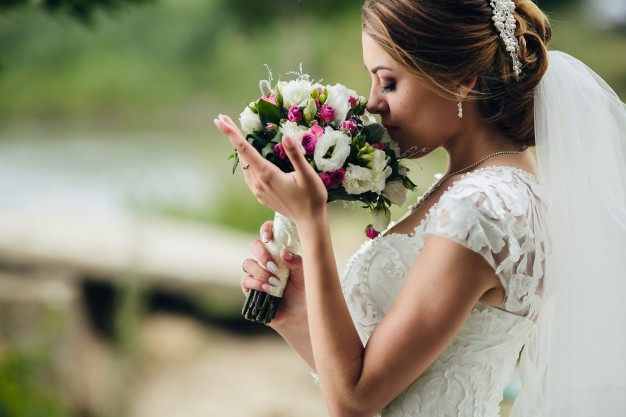 Decora tu boda con flores coloridas y vistosas - Blog