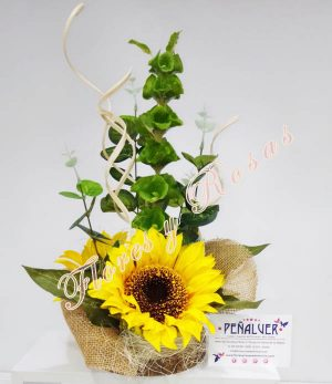 Centro de girasoles en base de madera. Natural y fresco - RF00663 -